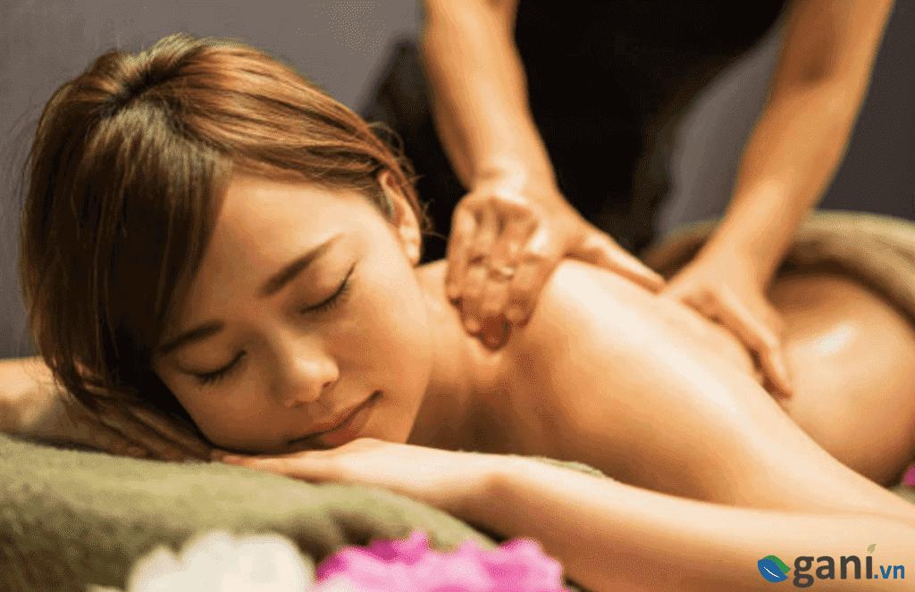 massage Yoni dùng tinh dầu gì