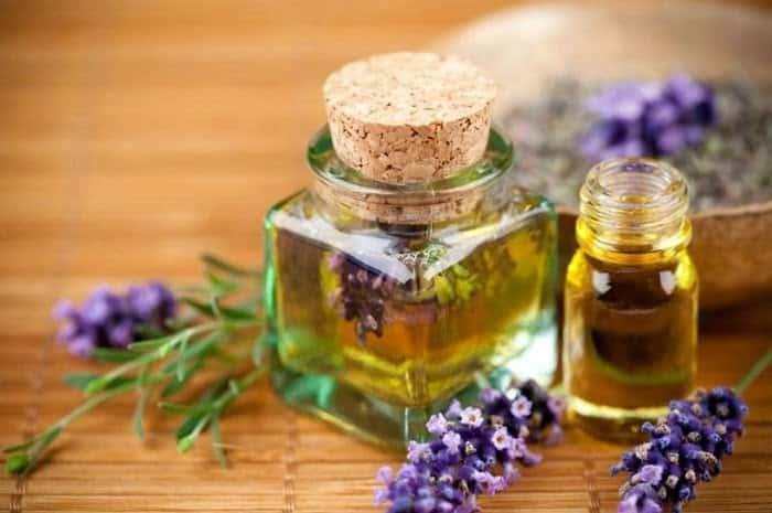 Chú ý đến mùi thơm của tinh dầu để nhận biết