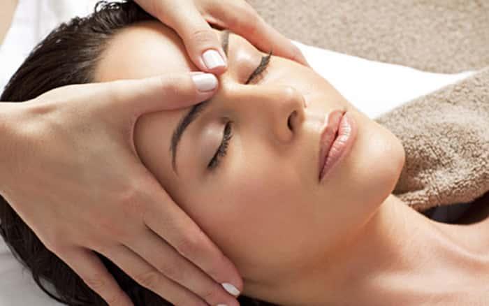 Hướng dẫn cách dưỡng da vùng mắt bằng tinh dầu 2