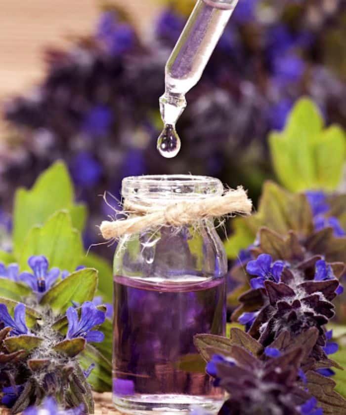 Tinh dầu hoa oải hương thơm nhẹ nhàng hay dùng trong spa