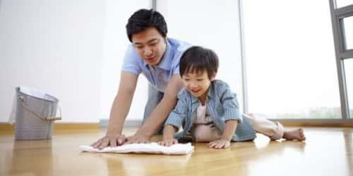 Hướng dẫn cách lau sàn bằng tinh dầu Quế sạch kin kít